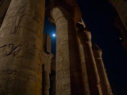 columns-420749_1920-min