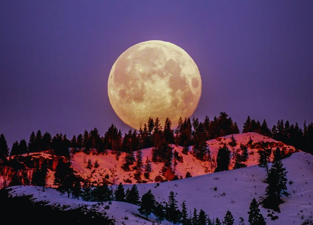 """alt=""""full moon with purple background"""""""